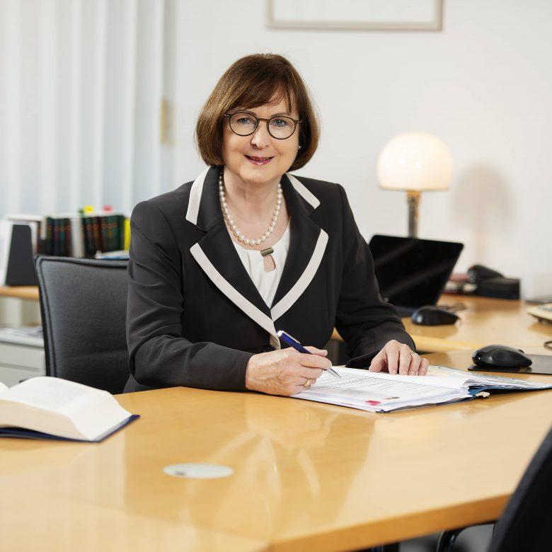 gebhardt-und-partner-jutta-gebhardt-img-780x780 Zivilrecht