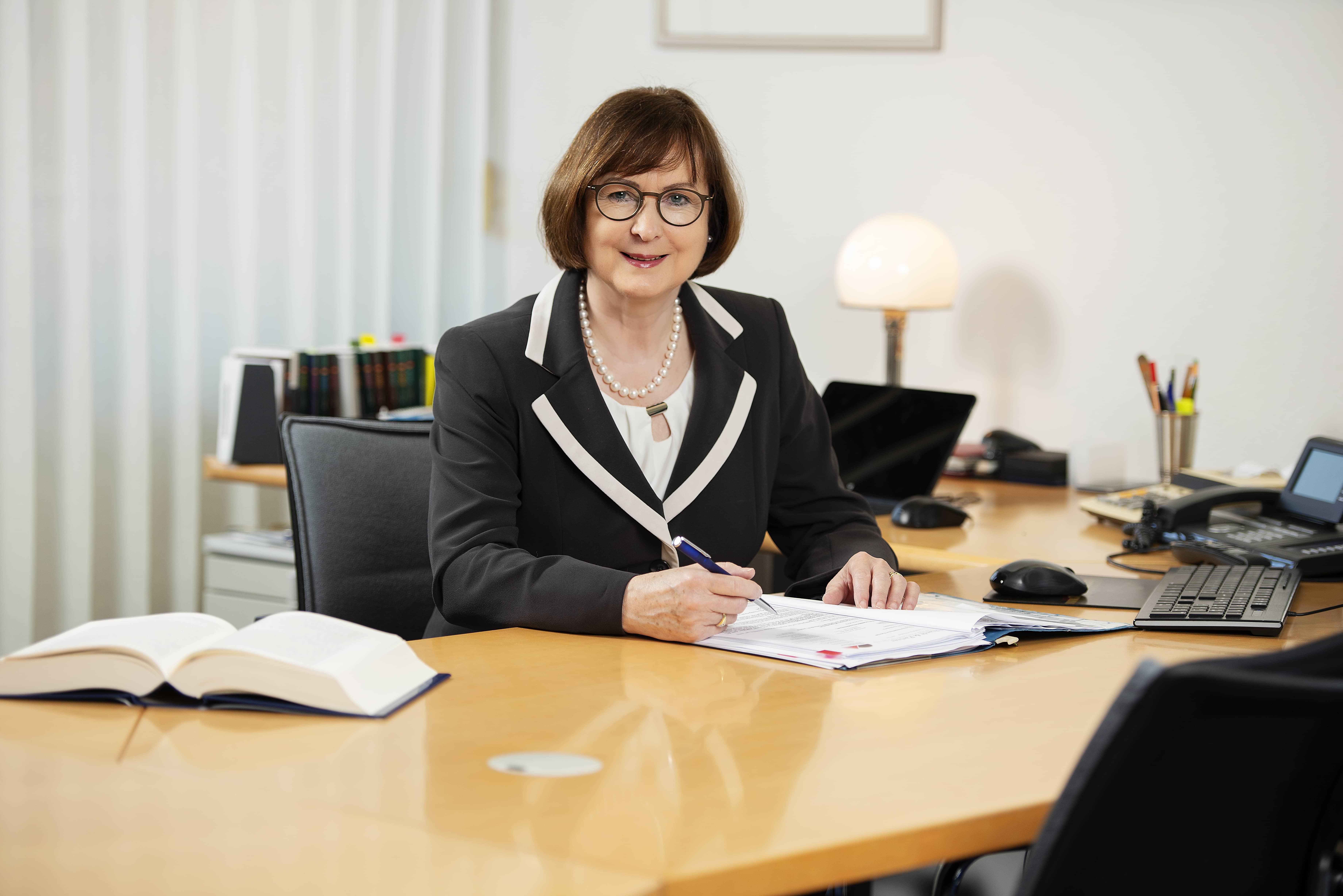 gebhardt-und-partner-jutta-gebhardt-img Steuerrecht